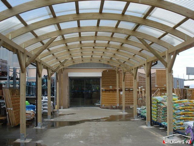 Laminated wood constructions of covered walkways, pathways, canopies, exhibition halls and commercial areas