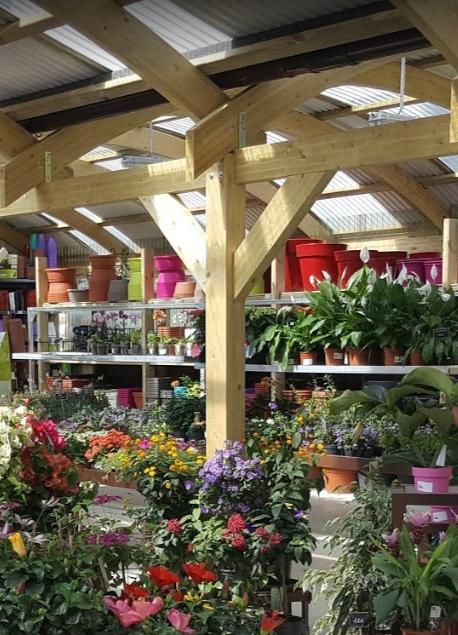 Konstrukcje z drewna klejonego zadaszenia dla centr?w handlowych