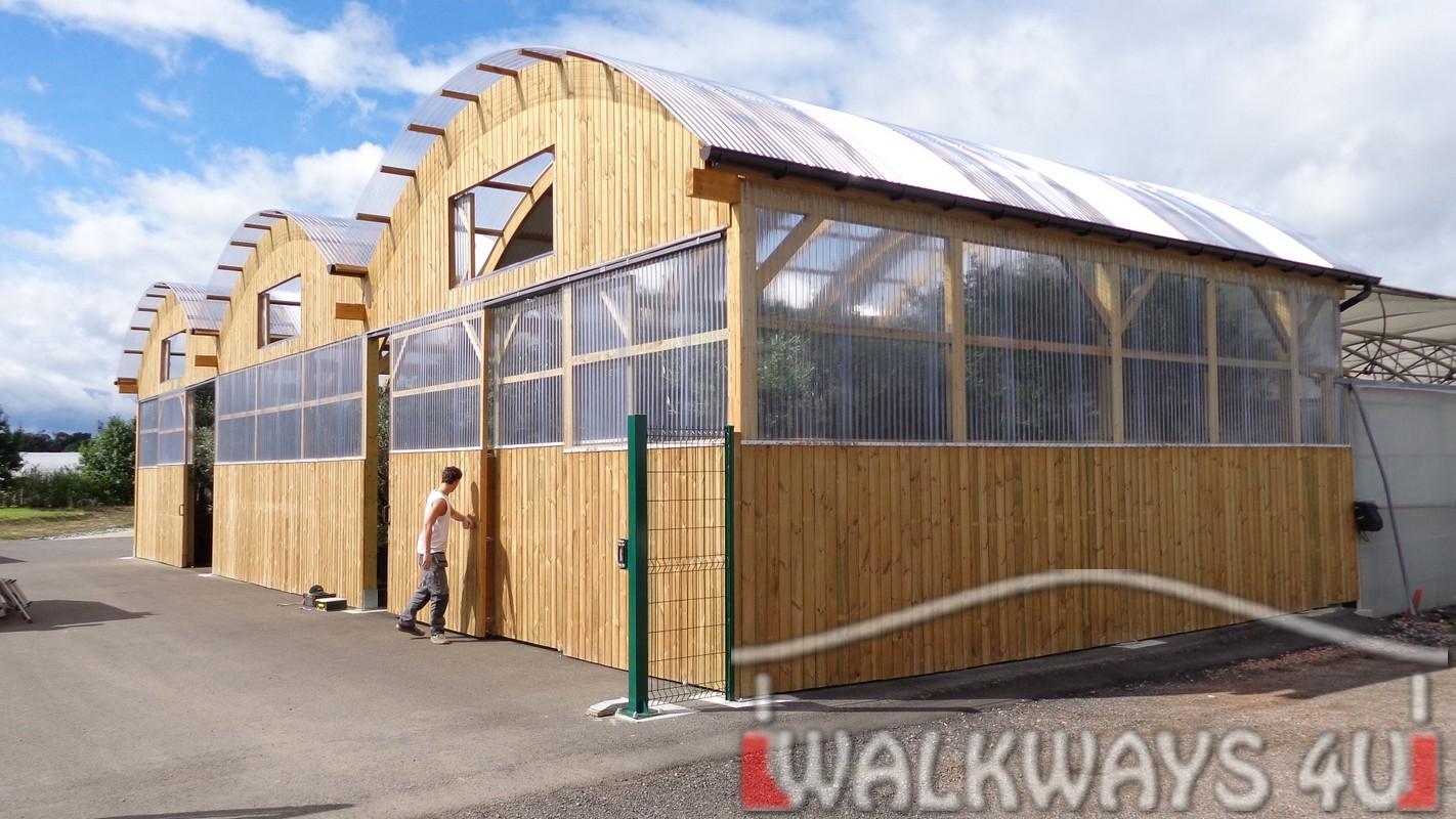 Konstrukcje zadaszeń z drewna klejonego, hangary drewniane