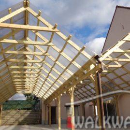 Construction commerciale en gros bois d??uvre ou d?ing?nierie. Passages couverts en bois