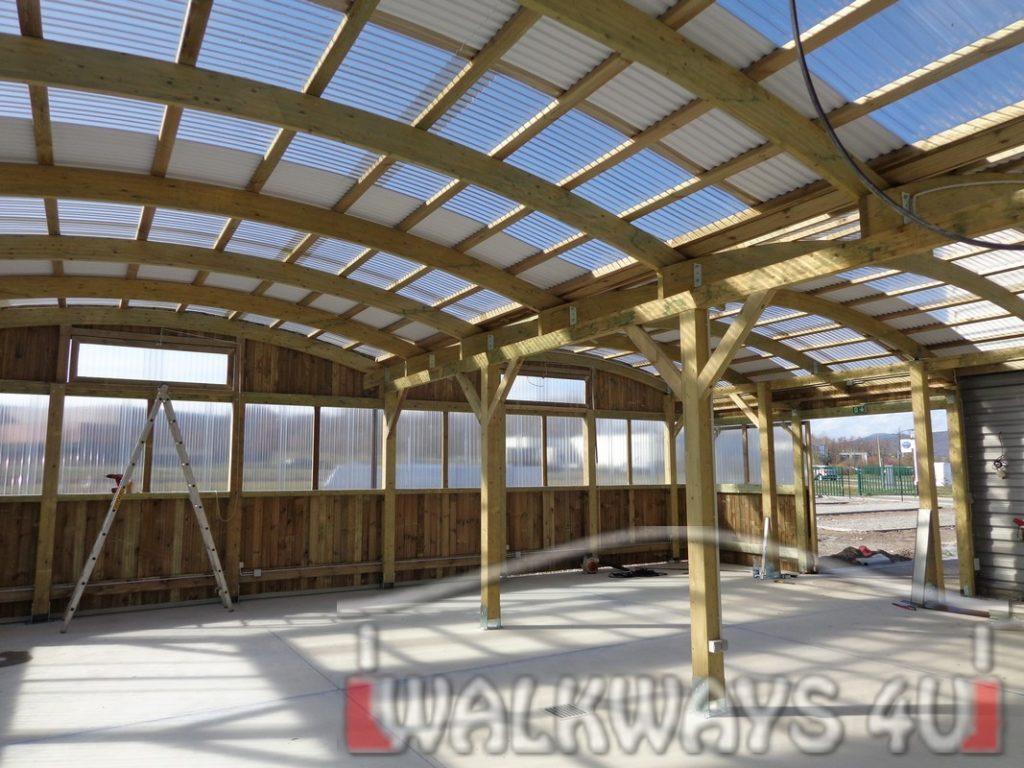 Charpente et construction bois sur-mesure industrielles et traditionnelles maisons bois lamelle colle toitures fermetures