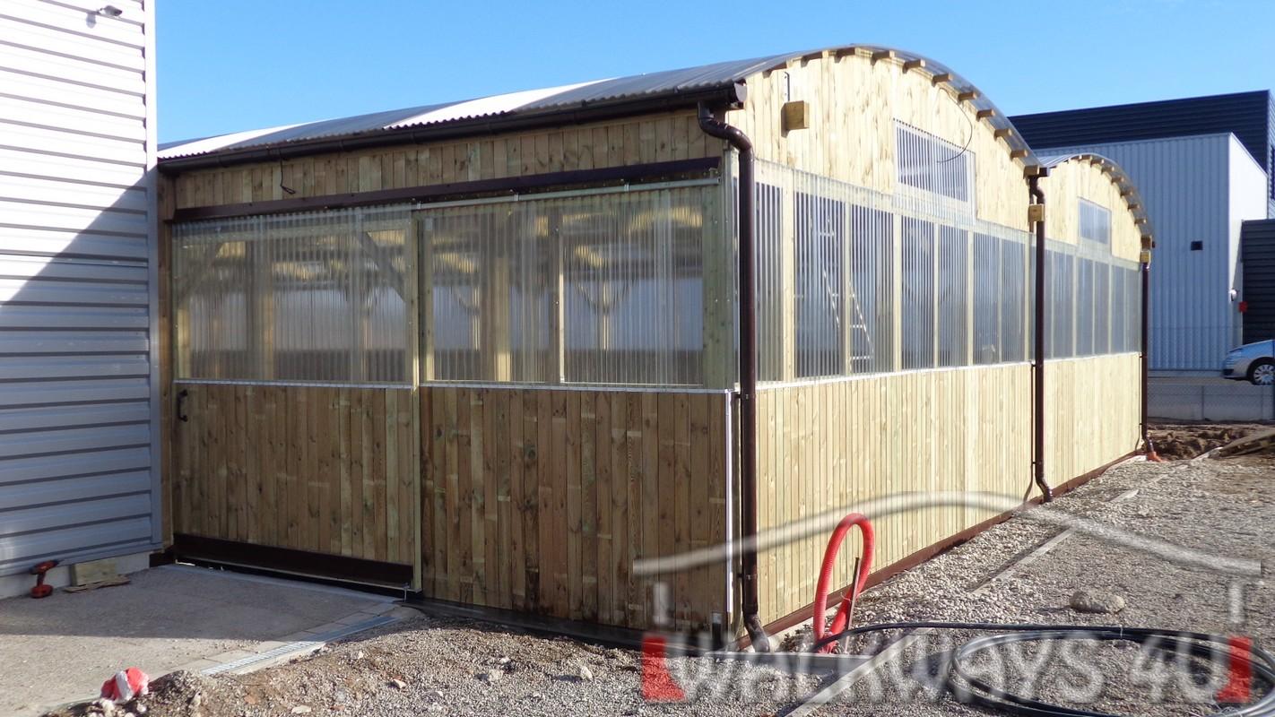 Konstrukcje drewniane hale wystawowe zadaszenia z drewna klejonego Walkways