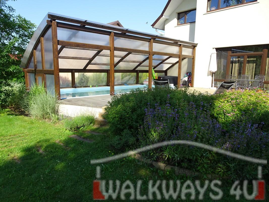 Photo 2. Szklana zabudowa basenu drewniane zadaszenia taras?w i oran?erii