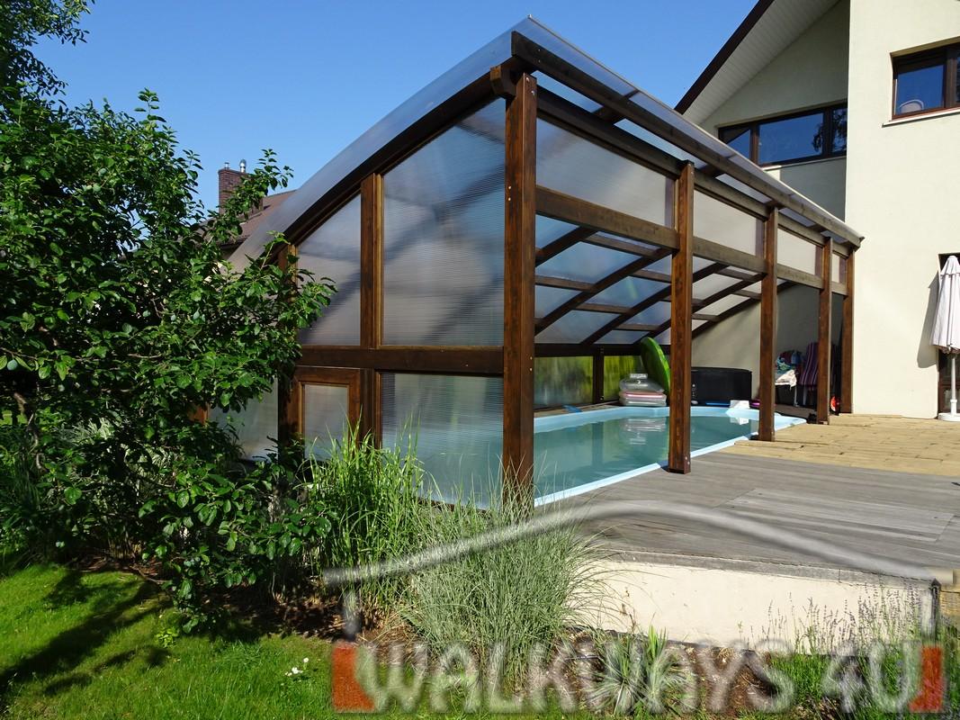 Photo 3. Szklana zabudowa basenu drewniane zadaszenia taras?w i oran?erii