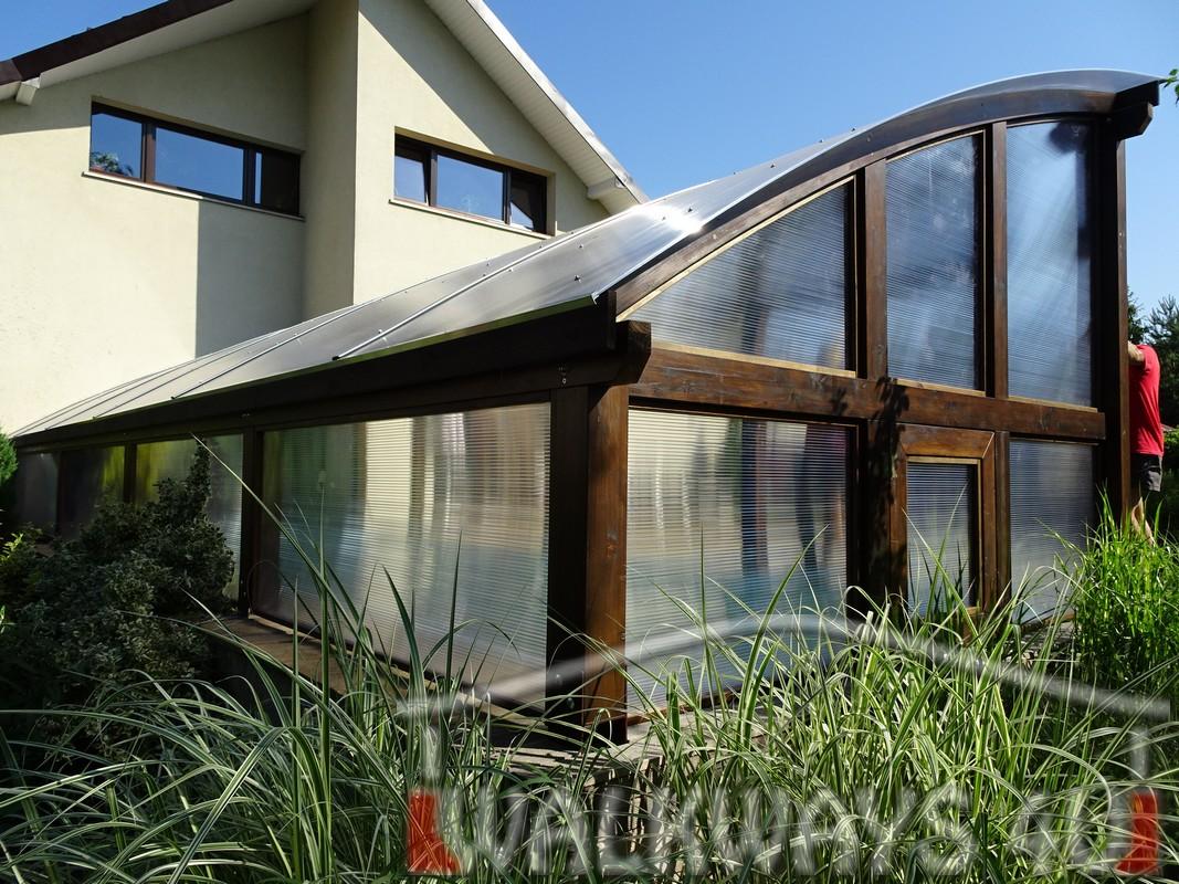 Photo 4. Szklana zabudowa basenu drewniane zadaszenia taras?w i oran?erii