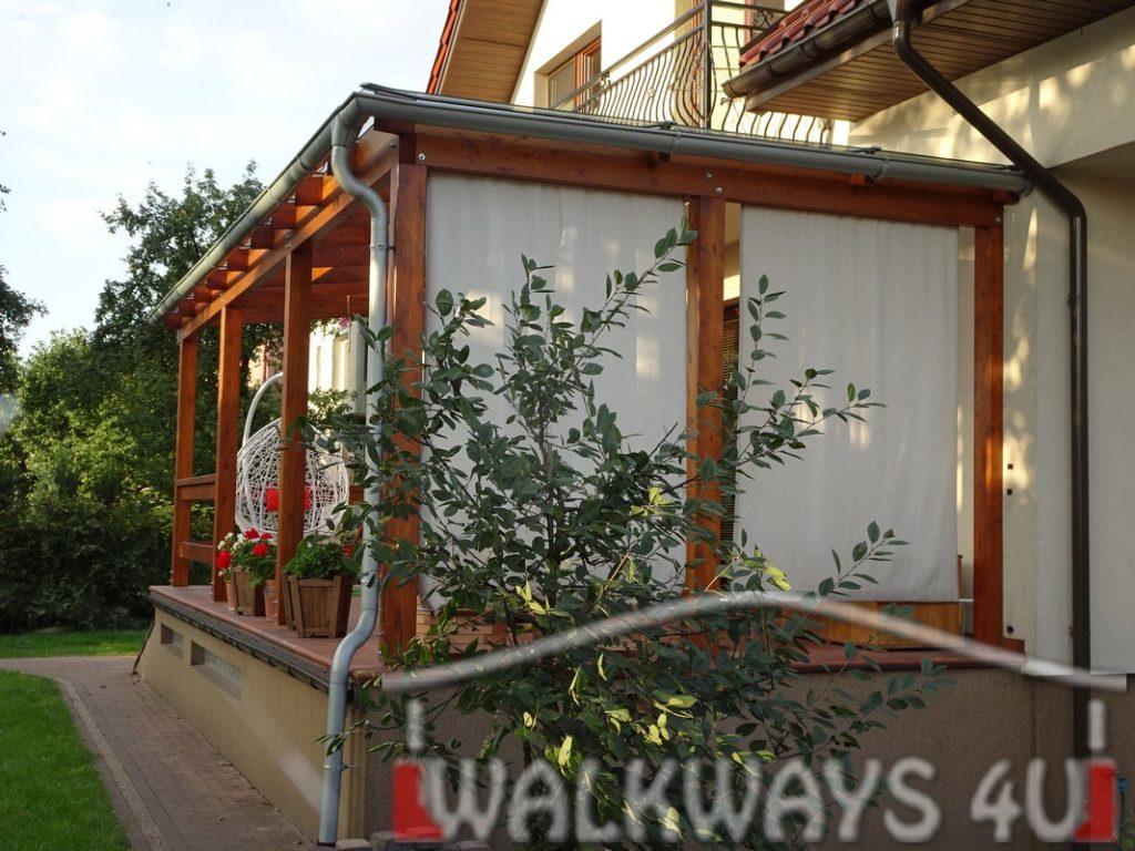 Taras z dachem szklanym, drewniana konstrukcja, pokrycie szk?em warstwowym hartowanym typ 44.2