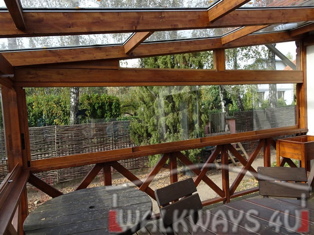Photo 13. Tarasy pokryte szk?em, zabudowa szklana, konstrukcje drewniane, szk?o hartowane klejone