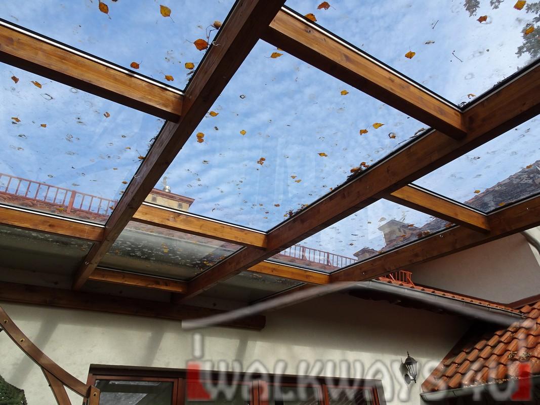 Photo 15. Tarasy pokryte szk?em, zabudowa szklana, konstrukcje drewniane, szk?o hartowane klejone