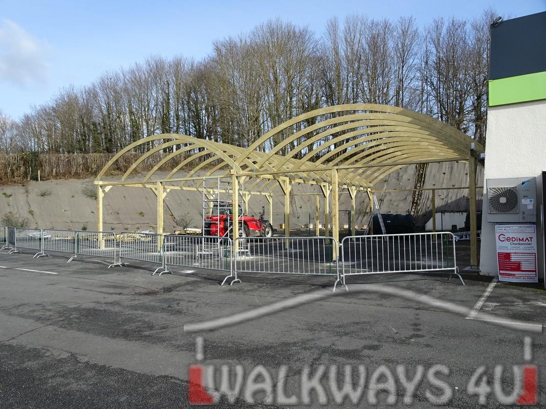 10 Wielkogabarytowe konstrukcje z drewna klejonego, zadaszone hale i wiaty drewniane, dachy z poliwęglanu PCV Onyx