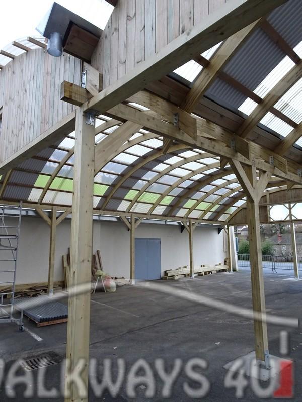 9 Wielkogabarytowe konstrukcje z drewna klejonego, zadaszone hale i wiaty drewniane, dachy z poliwęglanu PCV Onyx