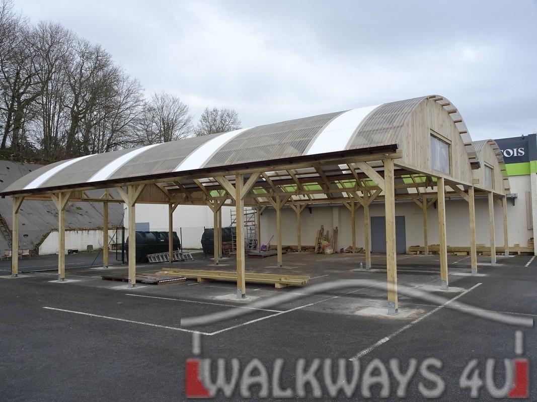 7 Wielkogabarytowe konstrukcje z drewna klejonego, zadaszone hale i wiaty drewniane, dachy z poliwęglanu PCV Onyx