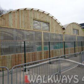 6 Wielkogabarytowe konstrukcje z drewna klejonego, zadaszone hale i wiaty drewniane, dachy z poliwęglanu PCV Onyx