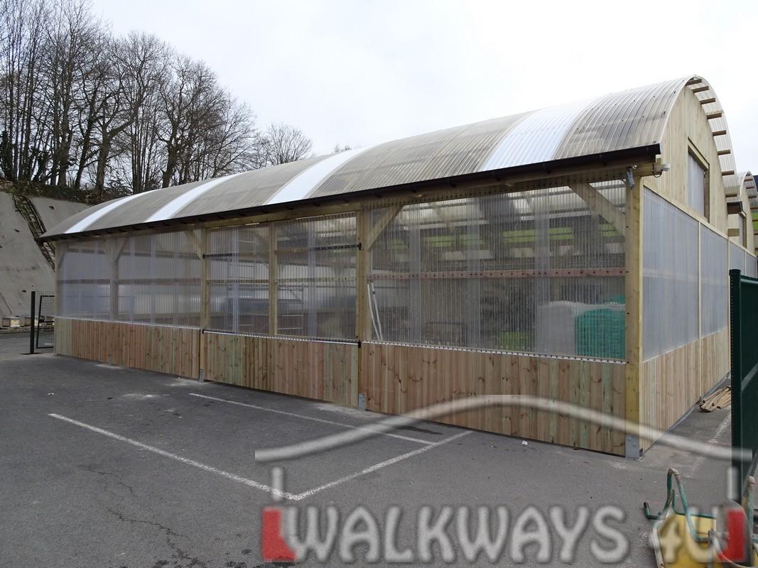 5 Wielkogabarytowe konstrukcje z drewna klejonego, zadaszone hale i wiaty drewniane, dachy z poliwęglanu PCV Onyx