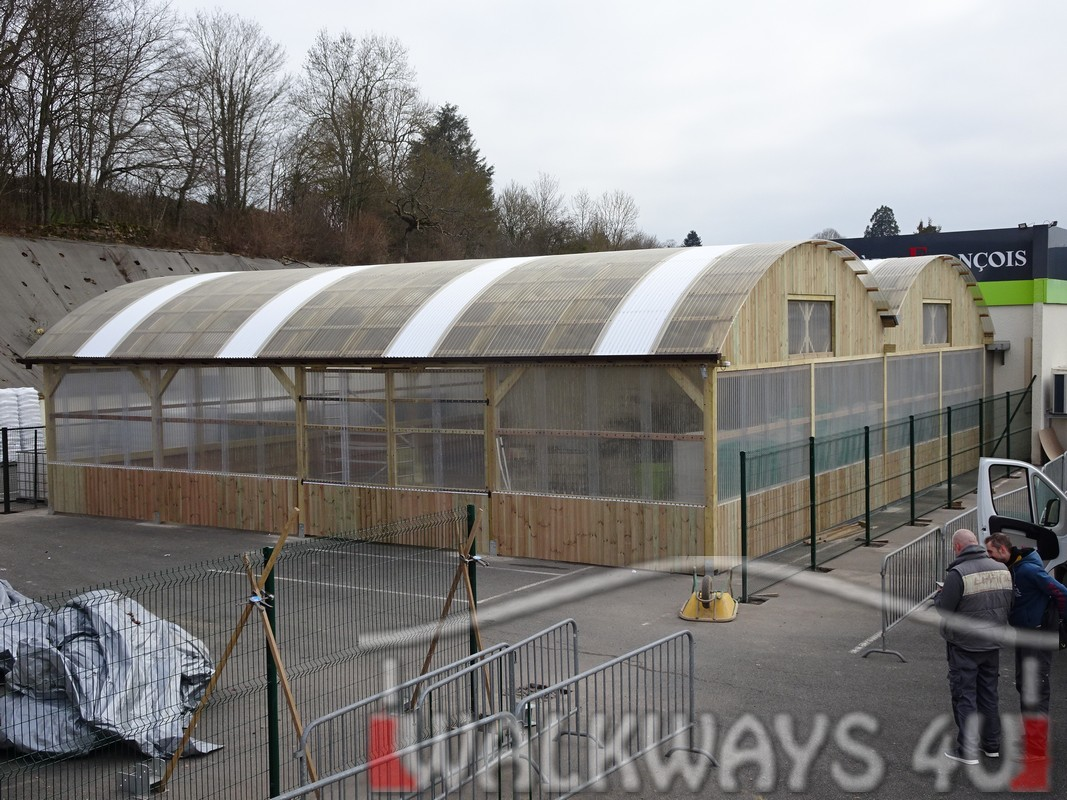 4 Wielkogabarytowe konstrukcje z drewna klejonego, zadaszone hale i wiaty drewniane, dachy z poliwęglanu PCV Onyx