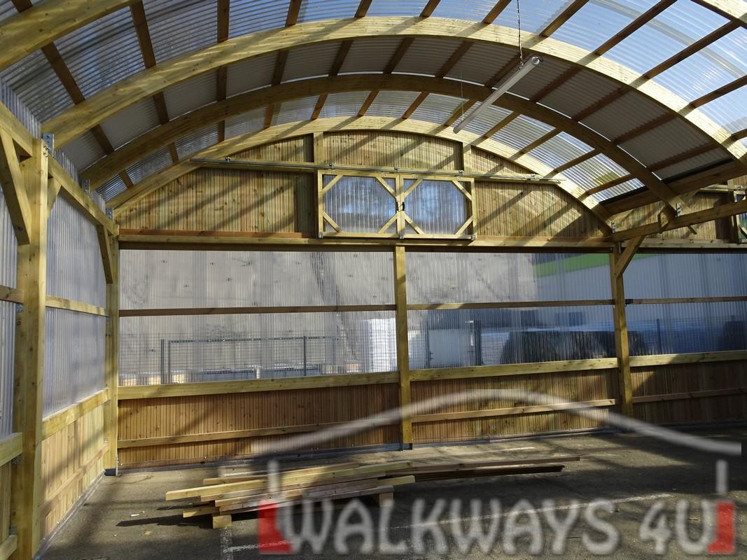 3 Wielkogabarytowe konstrukcje z drewna klejonego, zadaszone hale i wiaty drewniane, dachy z poliwęglanu PCV Onyx