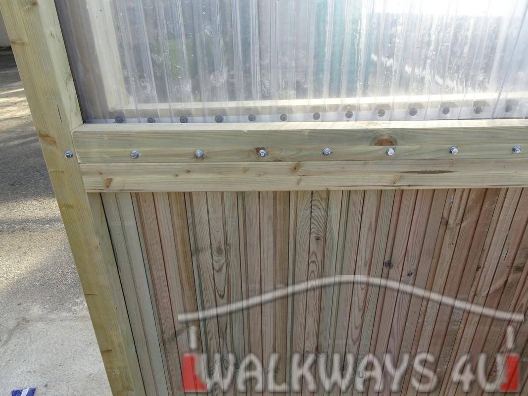 Wielkogabarytowe konstrukcje z drewna klejonego, zadaszone hale i wiaty drewniane, dachy z poliwęglanu PCV Onyx