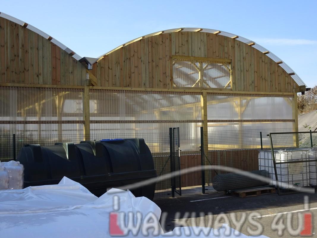 16 Wielkogabarytowe konstrukcje z drewna klejonego, zadaszone hale i wiaty drewniane, dachy z poliwęglanu PCV Onyx