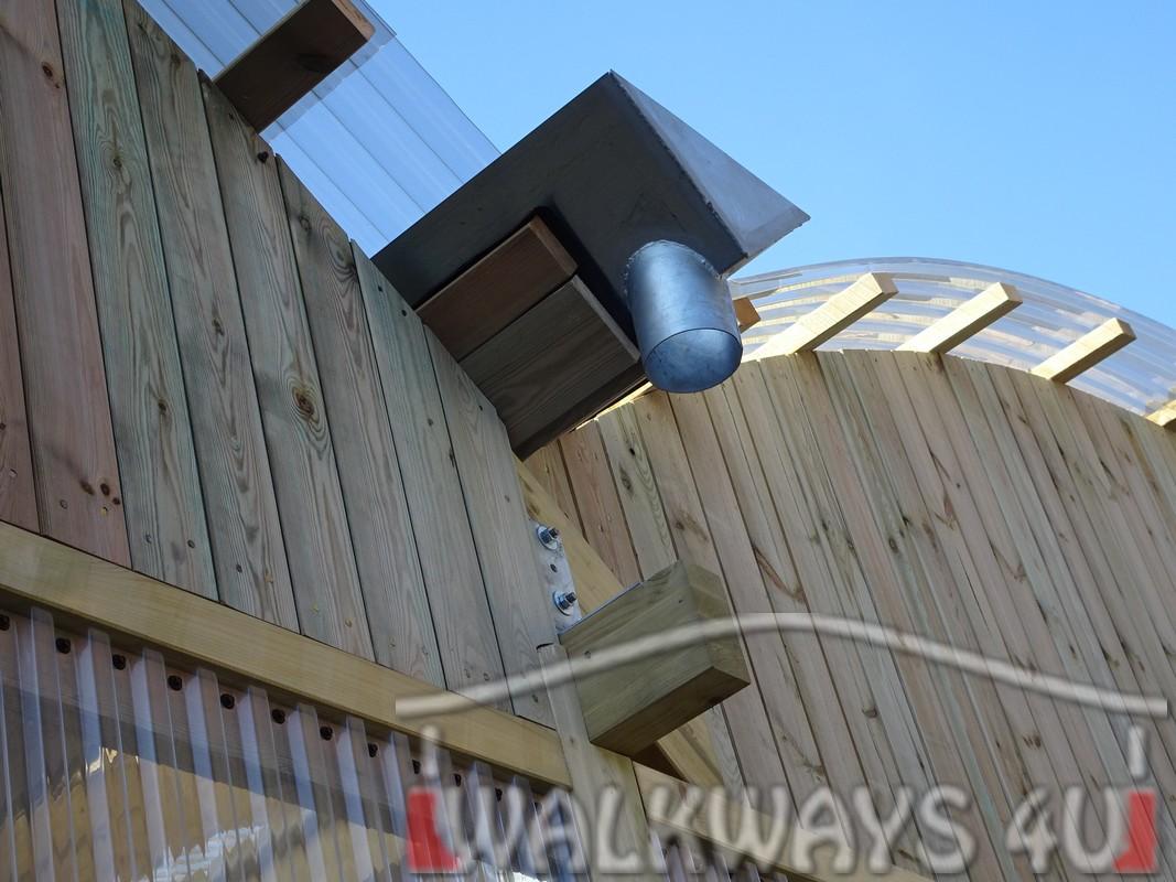 15 Wielkogabarytowe konstrukcje z drewna klejonego, zadaszone hale i wiaty drewniane, dachy z poliwęglanu PCV Onyx