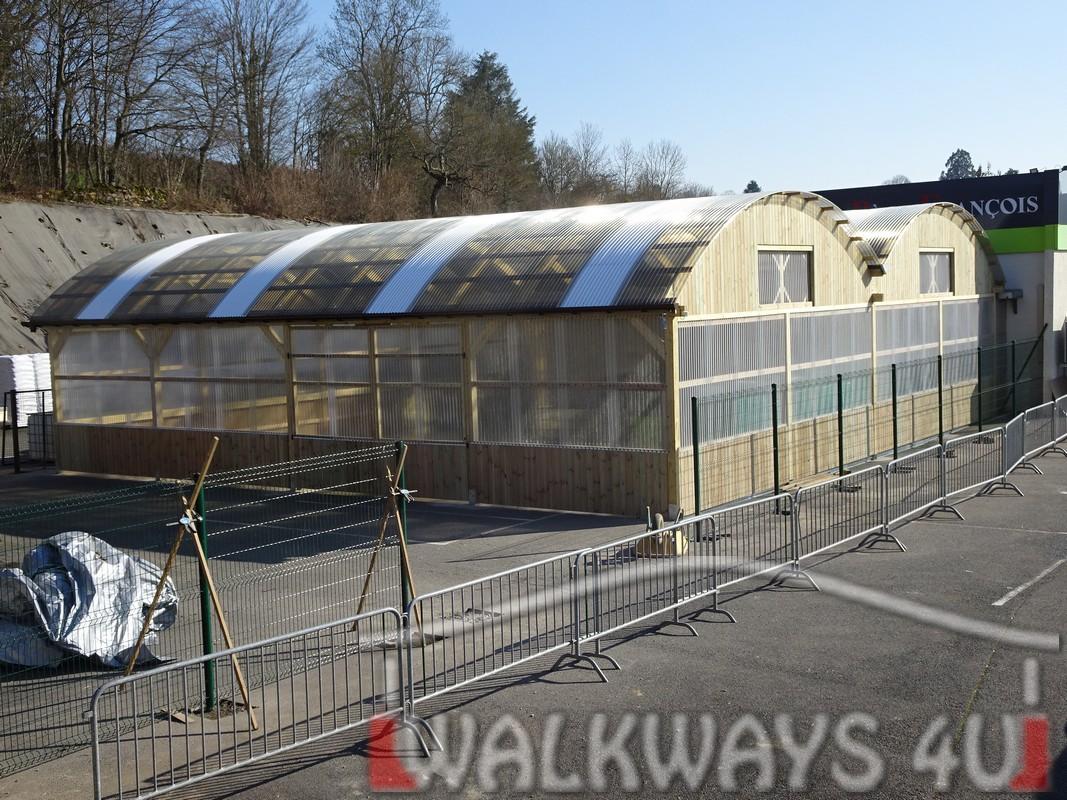 12 Wielkogabarytowe konstrukcje z drewna klejonego, zadaszone hale i wiaty drewniane, dachy z poliwęglanu PCV Onyx