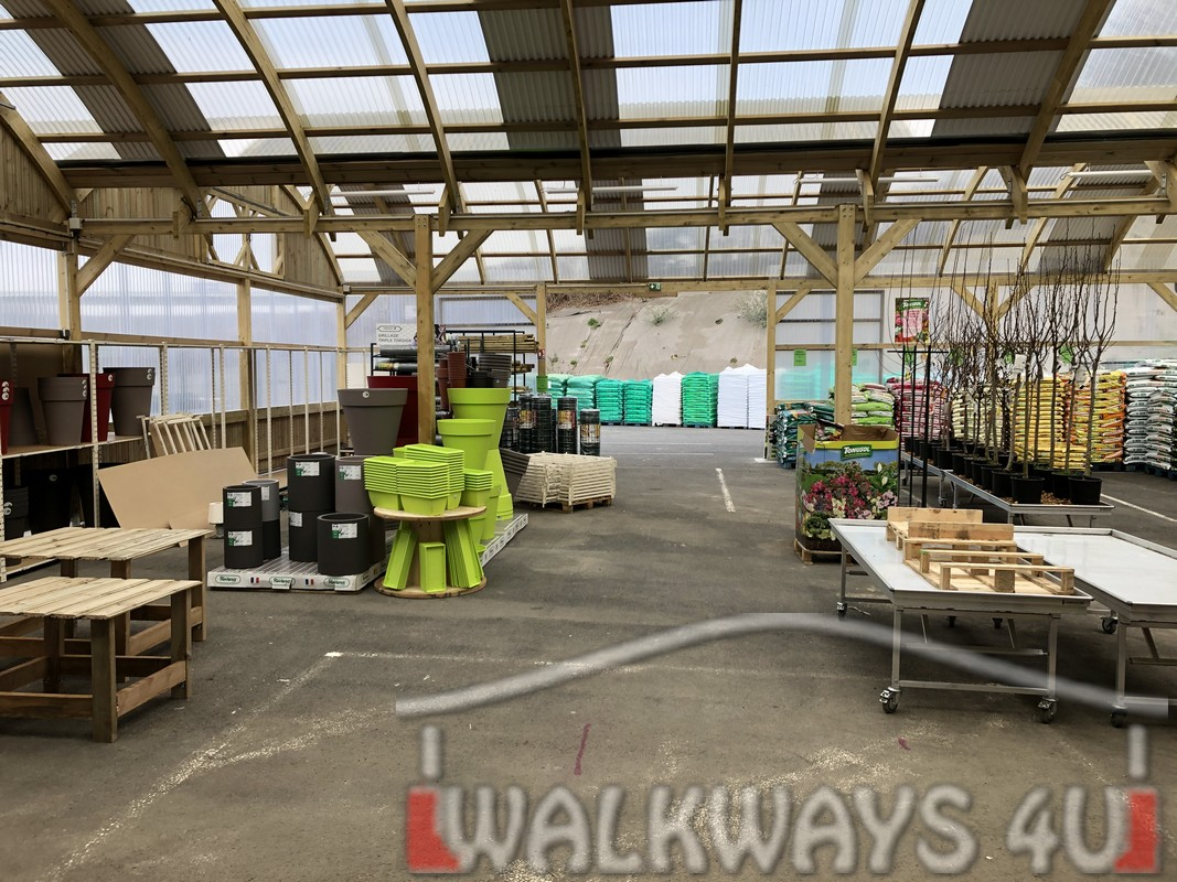 Point   . Roofed wooden hangars, exposition area extension, carpentry structures covered with polycarbonate or tempered glass