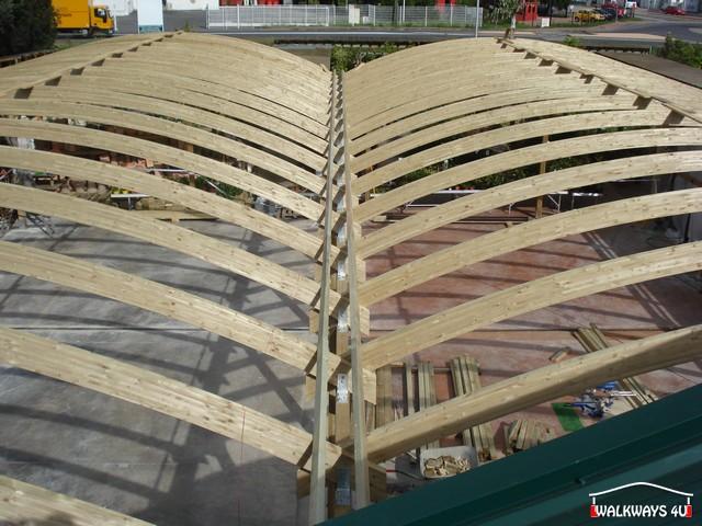 Image No 07 .  Passages couverts, espaces commercial couvert, constructions en bois lamelle - colle, toitures, fermetures en bois